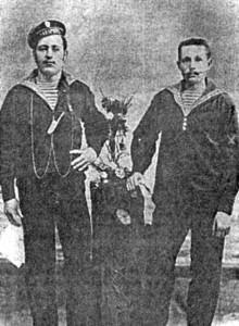 Матросы Степан Дмитриевич Кузьмин и Порфирий Тарасович Дергачев (слева направо)