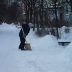 Уборка снега у д.13 по ул.Щорса