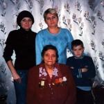 Клавдия Ивановна в кругу семьи. С дочерью, внучкой и правнуком