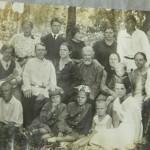 Семья Морохиных. Лето 1939 года. Борис внизу слева, родители справа, Ольга внизу вторая справа. Все мужчины на этой фотографии погибли на войне.