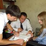 Сотрудники следственного отдела Д.В.Гусев, А.Б.Ильин, Е.Д.Соколова за работой