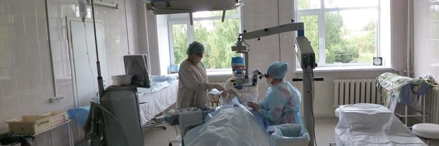 В новой операционной офтальмологического отделения