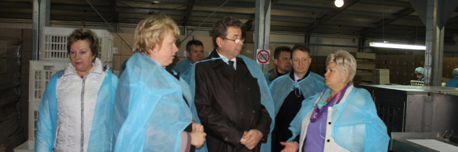 Руководитель департамента сельского хозяйства Е.Г.Астафьев в цехе птицефабрики «Кинешемская»