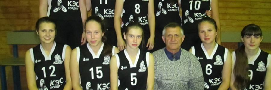 А.А.Мишуров со своими воспитанницами.