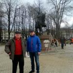 Член инициативной группы по созданию памятника В.А.Смышляев и предприниматель И.А.Огорельцев
