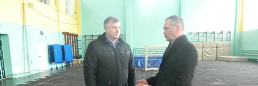 А.И.Крупин и И.М.Лебедев в отремонтированном спортзале СДЮШОР.