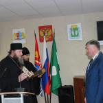 А.И. Крупина поздравляет и благословляет епископ Кинешемский и Палехский Иларион.