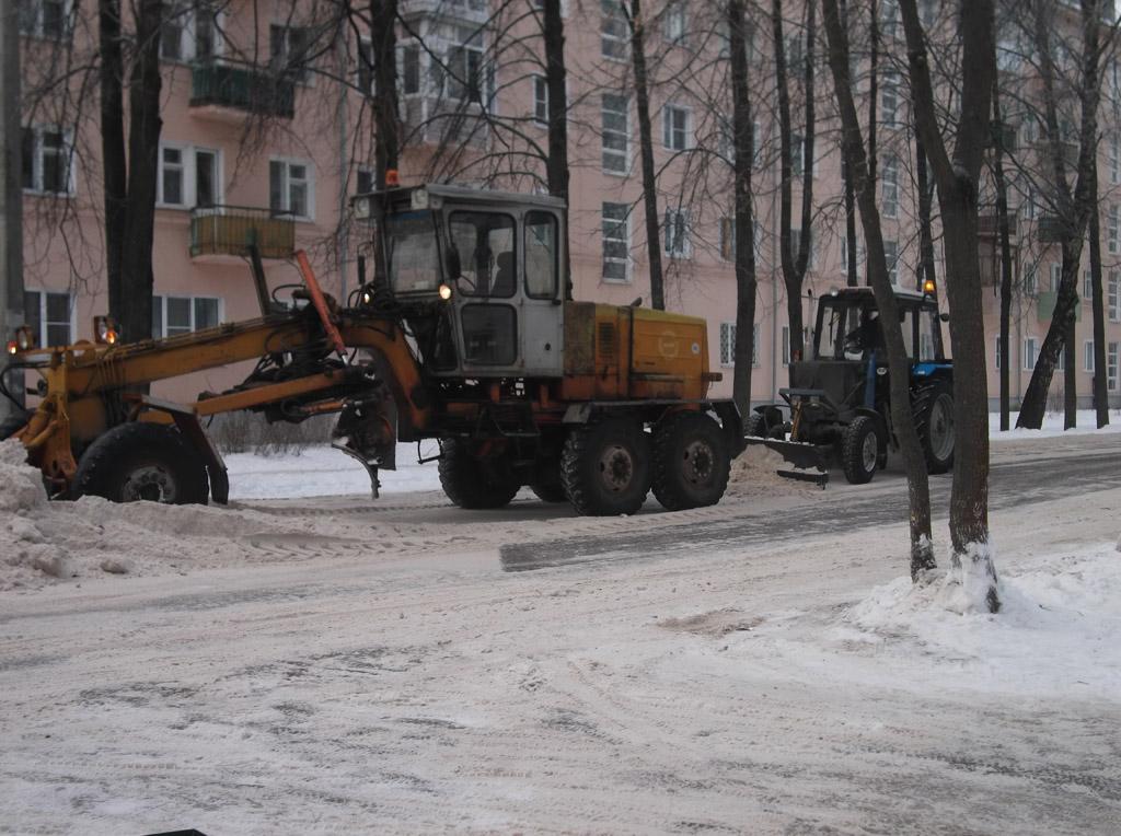 Снегоуборочная техника на улице Ленина.