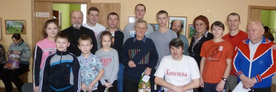 Участники турнира и школьный тренер А.Н.Юсупов (крайний справа).