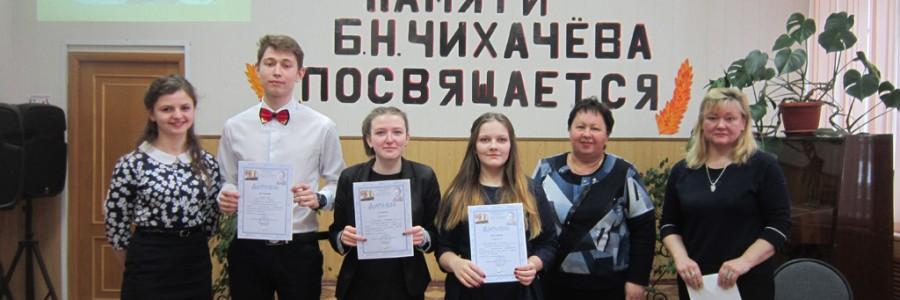 Учителя Н.В.Смирнова и И.Е.Кондратьева с ребятами - участниками конференции.