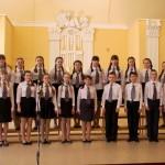 Хор средней школы №1 г. Кинешмы. Слева концертмейстер Светлана Плюджинская, справа хормейстер Елена Каплунова.