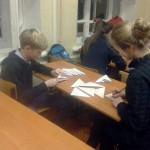 Ко Дню героев Отечества ребята готовят листовки в виде фронтовых писем-«треугольников».