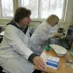 Профессор Т.А. Харламова в лаборатории ОСК
