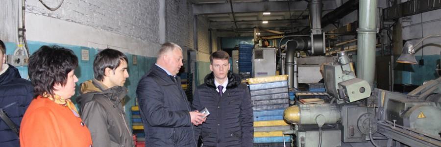 Директор департамента экономического развития и торговли А.В.Лодышкин (крайний справа) на территории индустриального парка «Кинешма».