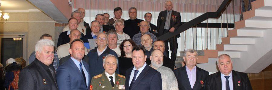 Руководители Кинешмы А.В.Пахолков и М.А.Батин с ликвидаторами аварии на Чернобыльской АЭС.