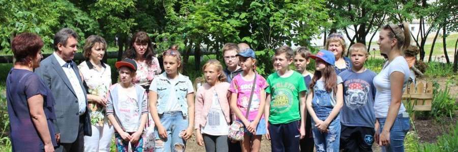 Учащиеся школы №18 рассказали руководителям города чем занимаются на практике.