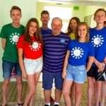 Ребята из Кинешмы с председателем жюри конкурса детским писателем, драматургом Л.Г.Яковлевым.