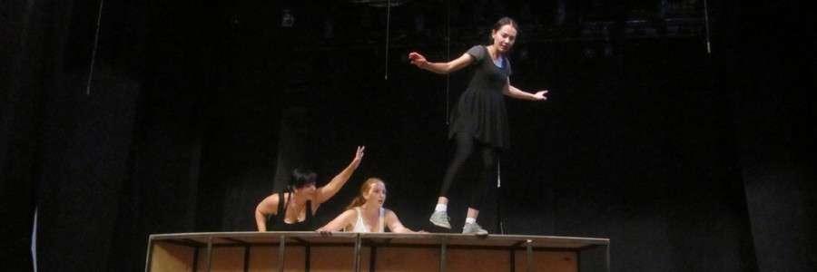 Репетиция спектакля «Снегурочка». На сцене артистки Анна Росс, Маргарита Юразова, Элина Манапова.