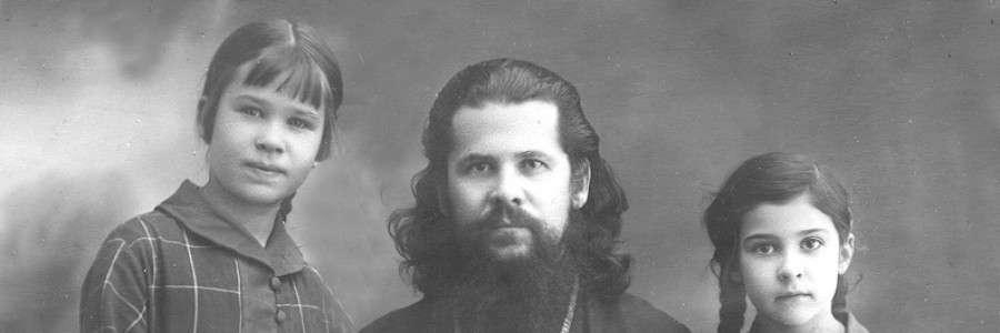 Епископ Августин с дочерьми Юлей (слева) и Ниной. 1926 год.