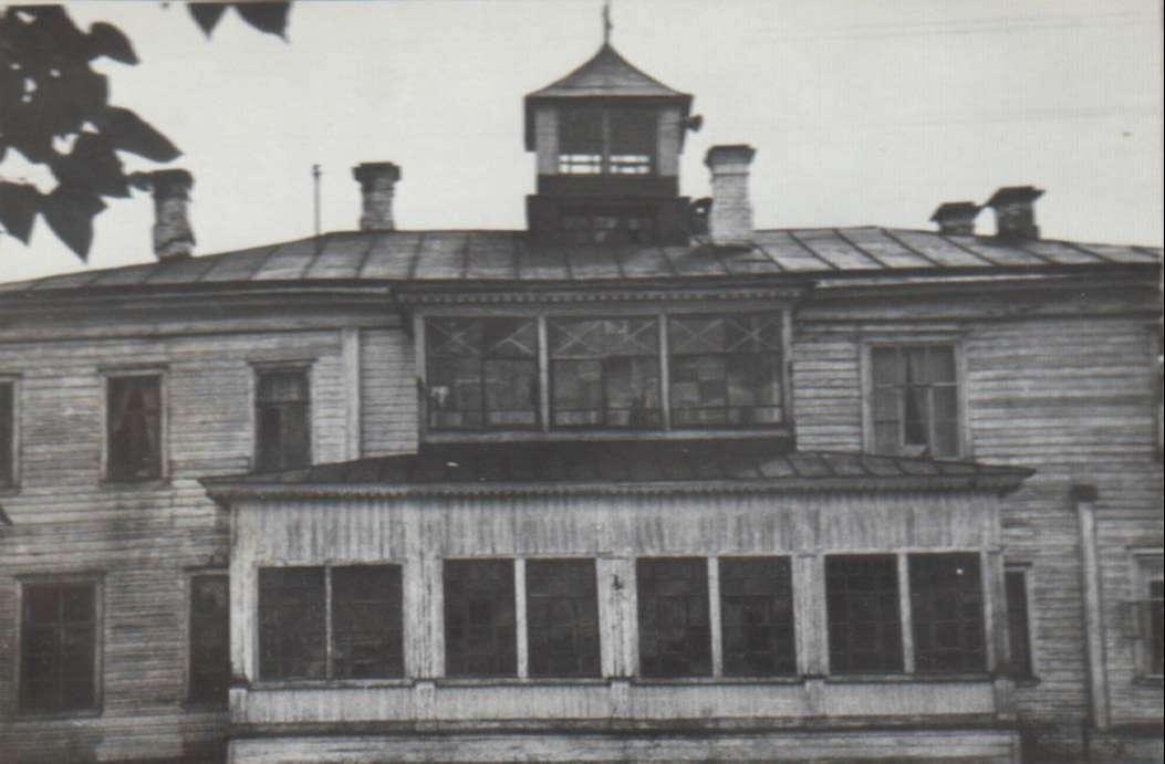 """Лагерь """"Сокол"""" находится на территории бывшей усадьбы дворян Хомутовых. Также это место связано с жизнью и творчеством знаменитого композитора А.П.Бородина."""