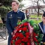 Кинешемские школьники у мемориала в с. Пичуга.