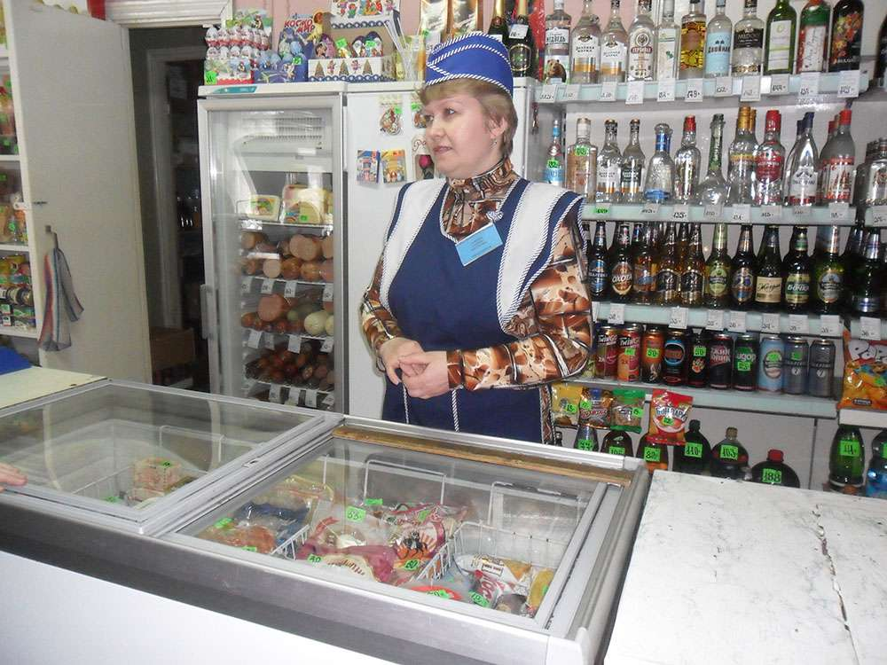Заведующая магазином в с. Батманы Н.В.Золотова